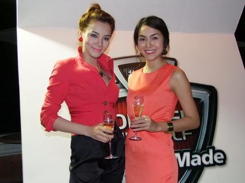 Tăng Thanh Hà và Trang Nhung mặc đẹp bên siêu xe - 7