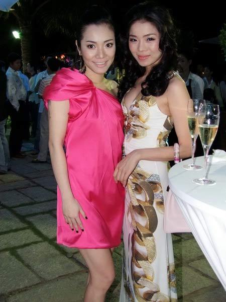 Tăng Thanh Hà và Trang Nhung mặc đẹp bên siêu xe - 11