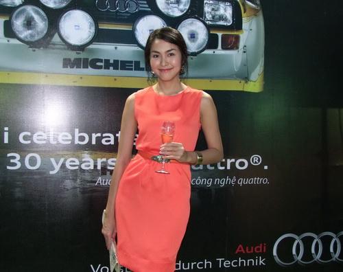 Tăng Thanh Hà và Trang Nhung mặc đẹp bên siêu xe - 13