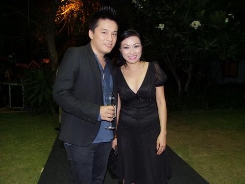 Tăng Thanh Hà và Trang Nhung mặc đẹp bên siêu xe - 16