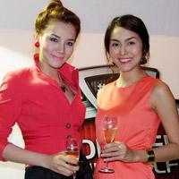 Tăng Thanh Hà và Trang Nhung mặc đẹp bên siêu xe