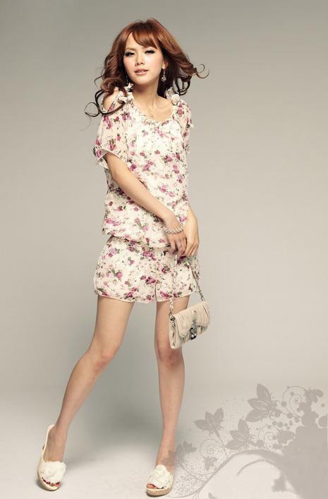 Điệu đà và thời trang với jumpsuit hoa - 3