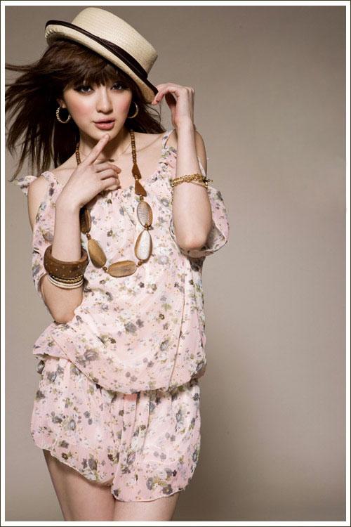 Điệu đà và thời trang với jumpsuit hoa - 12