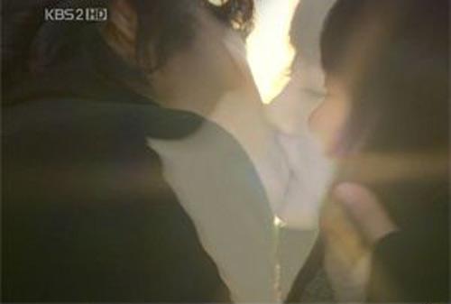 Phim Hàn và những nụ hôn kinh điển nhất - 12