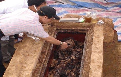 Nghi án trong ngôi mộ cổ - 3