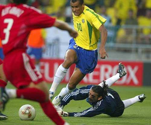 World Cup 2002: Tuyệt đỉnh Ronaldo (Những hình ảnh ấn tượng nhất tại các kỳ World Cup – P17) - 8