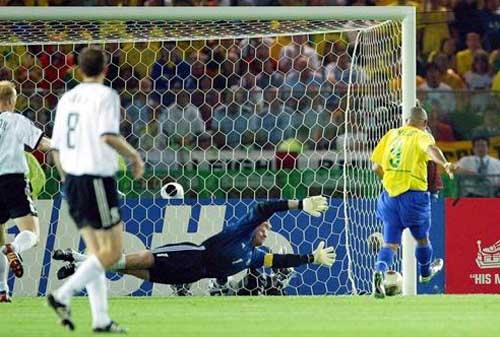 World Cup 2002: Tuyệt đỉnh Ronaldo (Những hình ảnh ấn tượng nhất tại các kỳ World Cup – P17) - 9