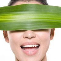 Video làm đẹp: Mẹo giảm sưng phù mặt