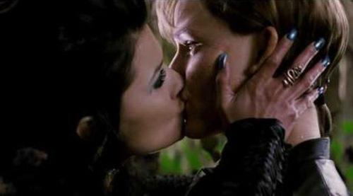 Những nụ hôn đồng tính nữ hot nhất (P1) - 9
