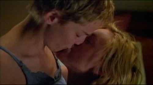 Những nụ hôn đồng tính nữ hot nhất (P1) - 16