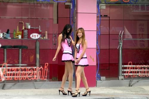 Những cô gái bán trầu trong lồng kính - 6
