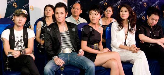 Chiếc áo 'lộ hàng' của Trang Trần - 1