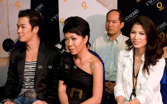 Chiếc áo 'lộ hàng' của Trang Trần - 3