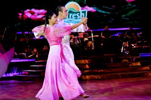 Bước nhảy hoàn vũ: Ngô Thanh Vân, Đoan Trang bất phân thắng bại - 4