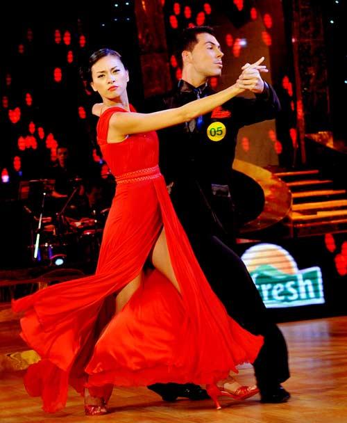 Bước nhảy hoàn vũ: Ngô Thanh Vân, Đoan Trang bất phân thắng bại - 2