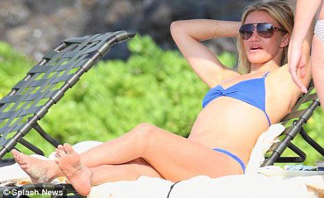 Sao 'nóng' cùng ngực trần, bikini - 1