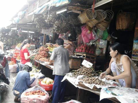 Tết Đoan Ngọ: Bánh ế, hoa quả đắt hàng - 2