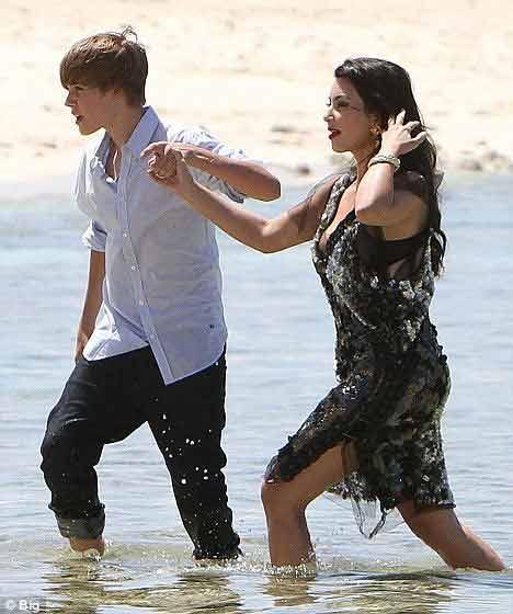 """Justin Bieber dính clip """"nóng"""" với """"nàng"""" 50 tuổi - 6"""
