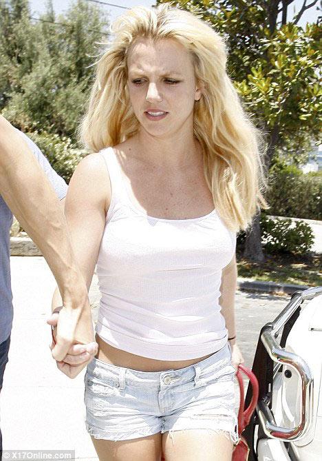 Thời trang tóc 'kinh dị' của Britney Spears - 5