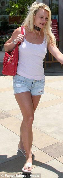 Thời trang tóc 'kinh dị' của Britney Spears - 4