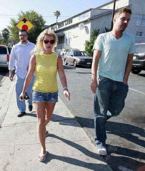 Thời trang tóc 'kinh dị' của Britney Spears - 15