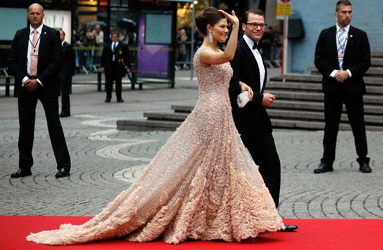 Công chúa Thụy Điển diện đầm cưới hoành tráng - 16