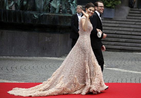 Công chúa Thụy Điển diện đầm cưới hoành tráng - 17