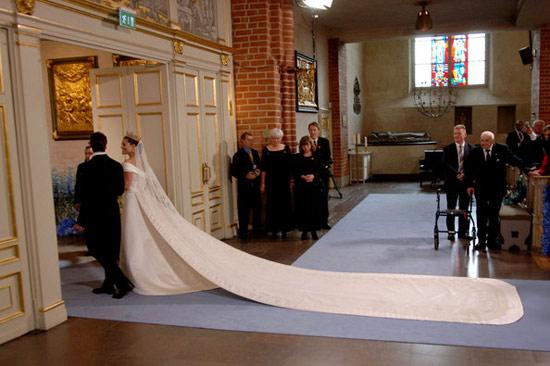 Công chúa Thụy Điển diện đầm cưới hoành tráng - 9