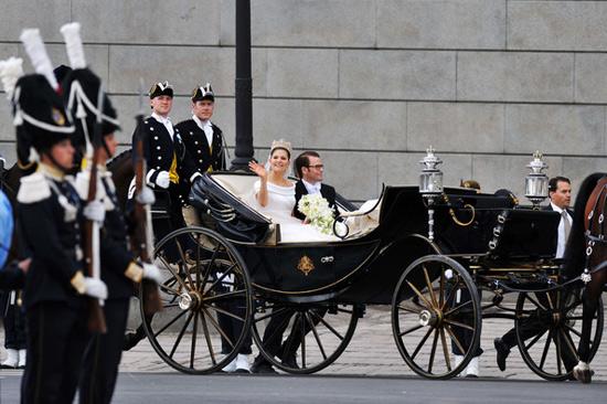 Công chúa Thụy Điển diện đầm cưới hoành tráng - 12