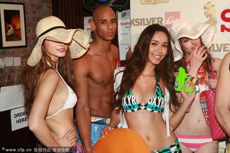 Show thời trang bikini táo bạo ở Trung Quốc - 3