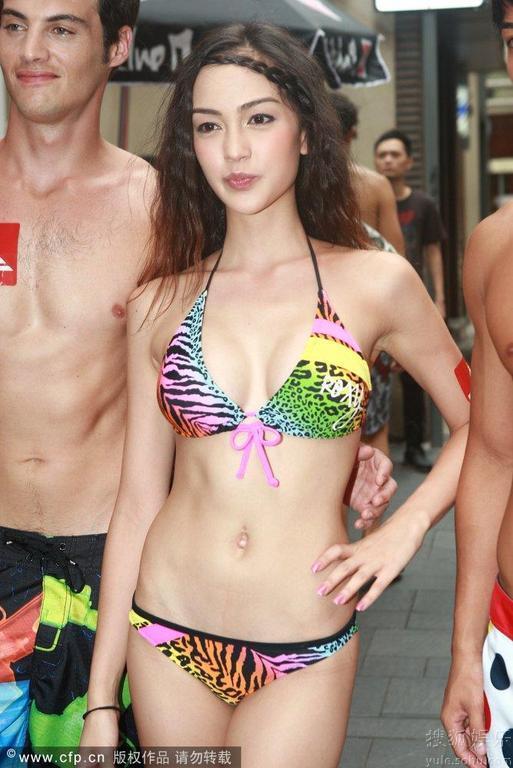 Show thời trang bikini táo bạo ở Trung Quốc - 8