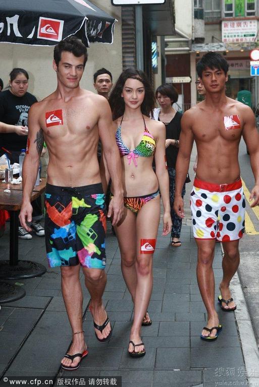 Show thời trang bikini táo bạo ở Trung Quốc - 9