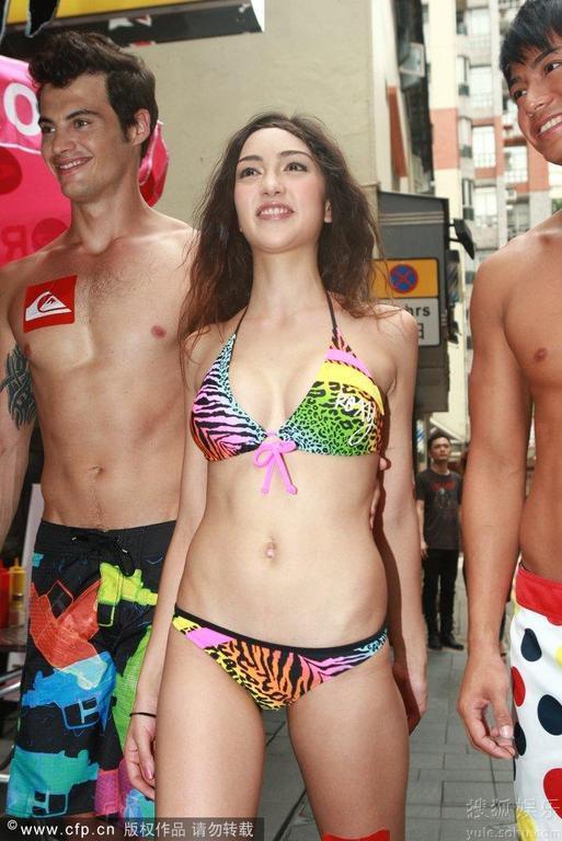 Show thời trang bikini táo bạo ở Trung Quốc - 5