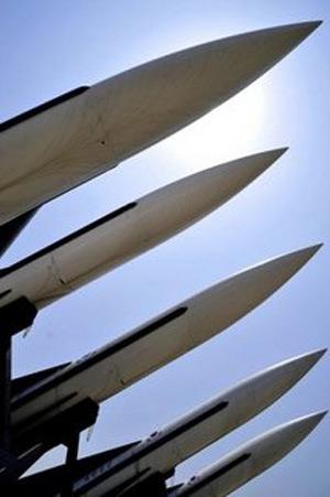 Triều Tiên mạnh miệng khoe vũ khí - 1
