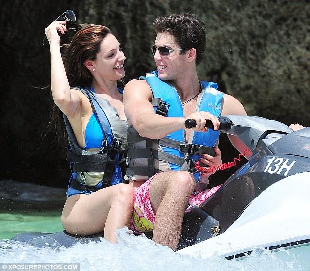Ngực to: Kelly Brook chọn bikini gì để siêu hot? - 15
