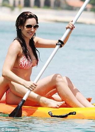 Ngực to: Kelly Brook chọn bikini gì để siêu hot? - 8