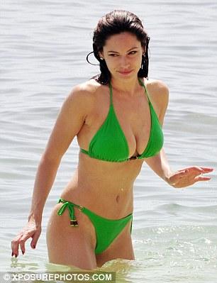 Ngực to: Kelly Brook chọn bikini gì để siêu hot? - 13