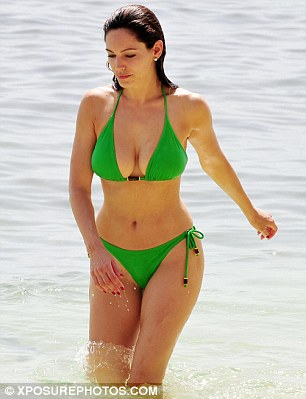 Ngực to: Kelly Brook chọn bikini gì để siêu hot? - 12