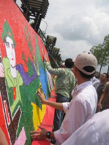 Bức tranh xé dán bằng giấy dài nhất Việt Nam - 4