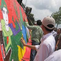 Bức tranh xé dán bằng giấy dài nhất Việt Nam