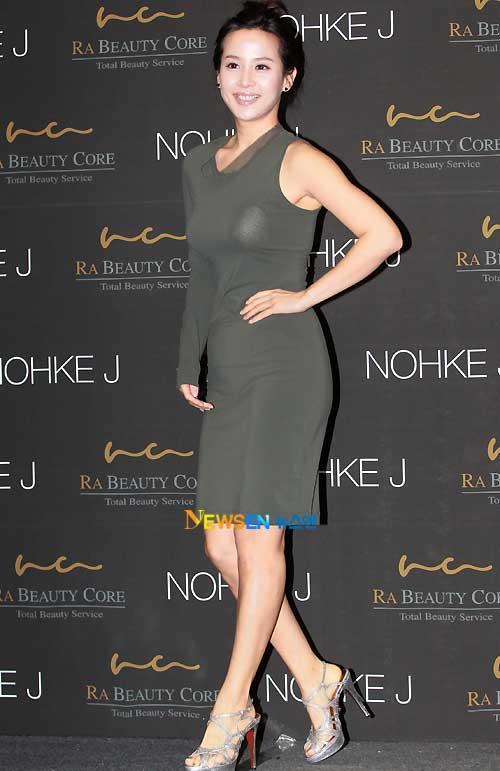 Jo Yeo Jung lộ nội y phản cảm - 1