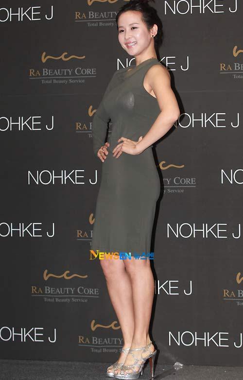Jo Yeo Jung lộ nội y phản cảm - 2