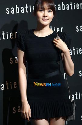 Jo Yeo Jung lộ nội y phản cảm - 8
