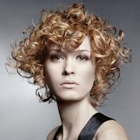Video làm đẹp: Tóc xoăn đẹp cho gương mặt tròn