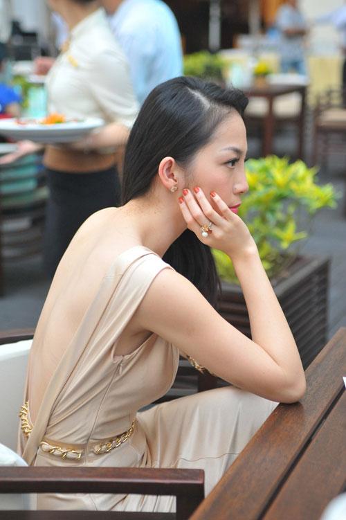 13 chiếc váy đẹp nhất mùa xuân của sao Việt - 1