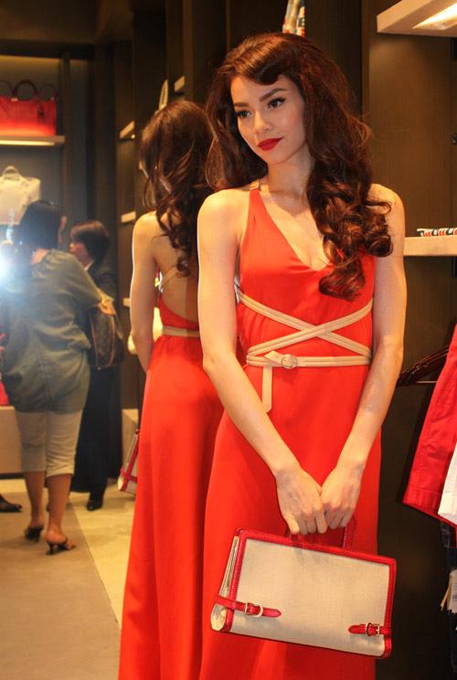 13 chiếc váy đẹp nhất mùa xuân của sao Việt - 19