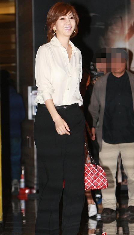 """Kim Nam Joo """"hồi xuân"""" nhờ sơ mi trắng - 2"""