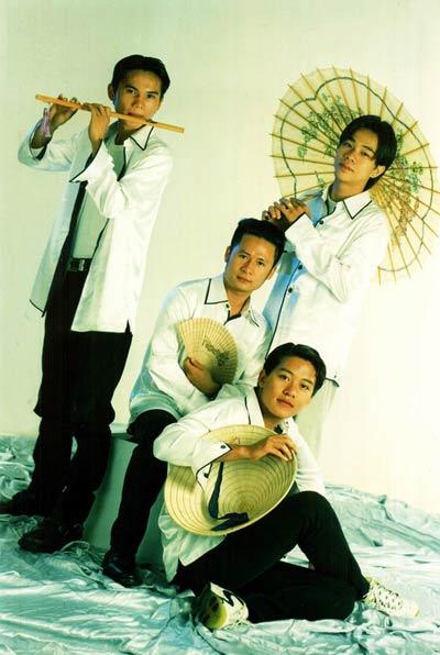 Ca sĩ Việt lận đận tách nhóm solo - 1