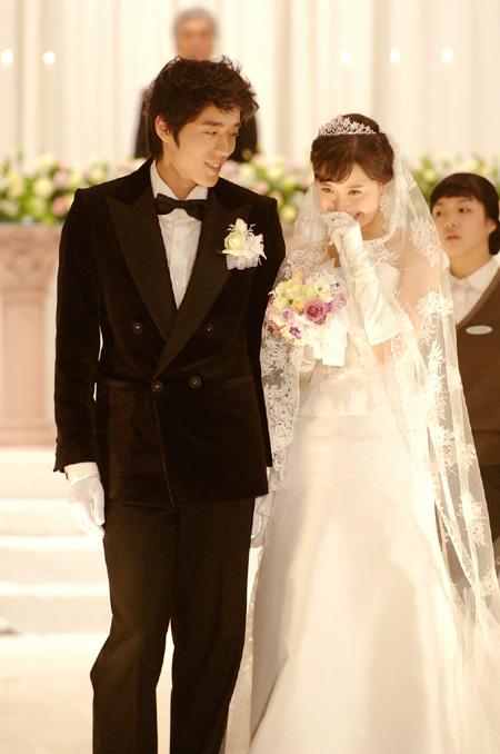 Sao Hàn nào diện váy cưới lộng lẫy nhất? - 7