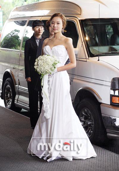 Sao Hàn nào diện váy cưới lộng lẫy nhất? - 15